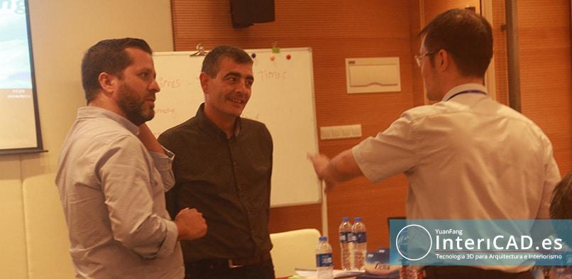 Oscar y Osctavio Hablando con Mr Xie